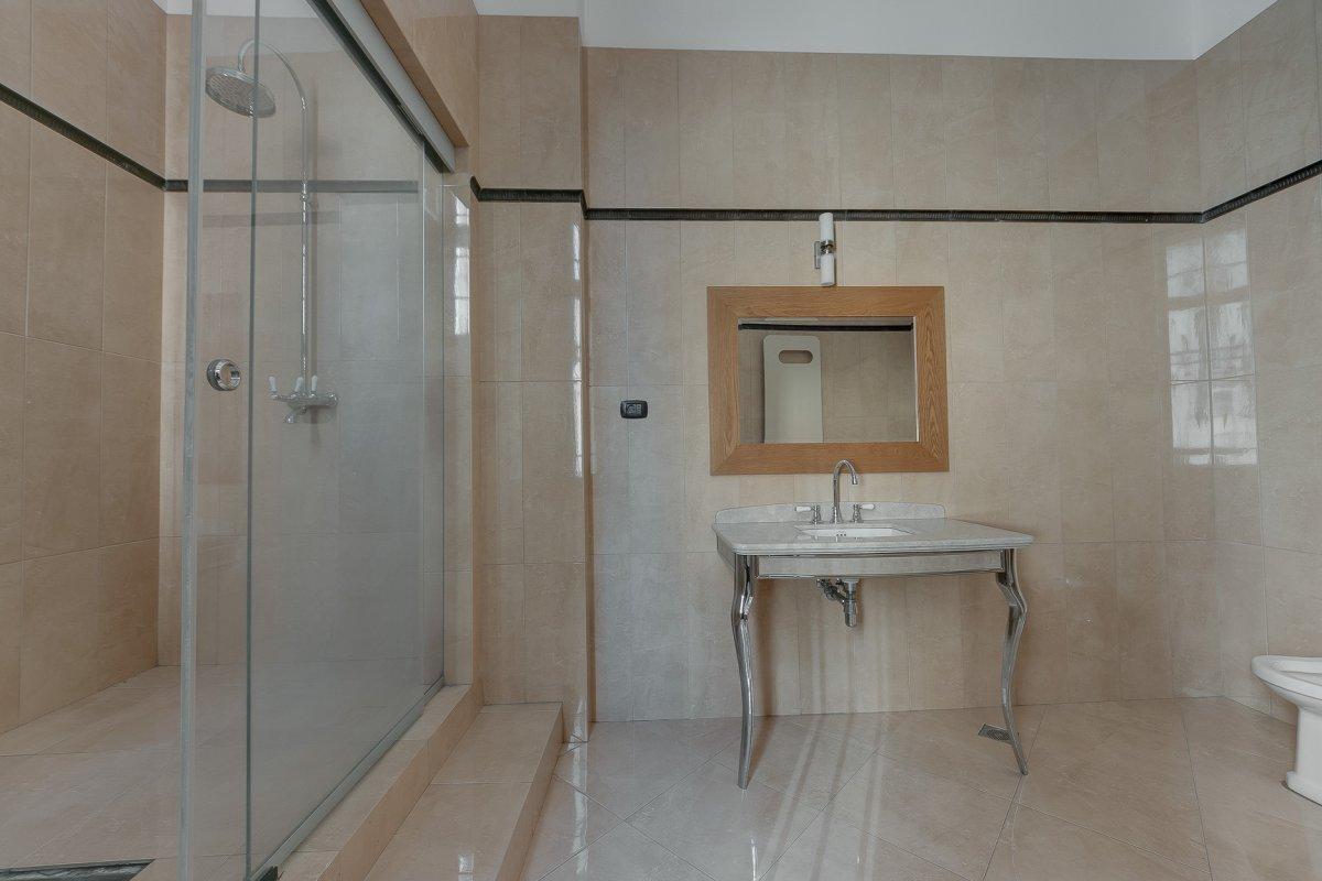 Vila Interbelica cu 11 locuri Parcare -Gama Premium- Zona Universitate